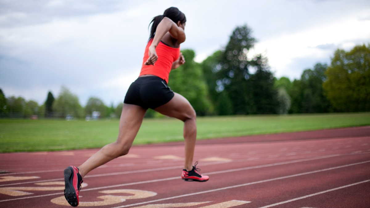 woman-sprinting-on-the-track_h